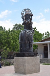 A statue on the main street of Croix-des-Bouquets proclaiming by its presence that this is the birthplace of Haitian metal art.